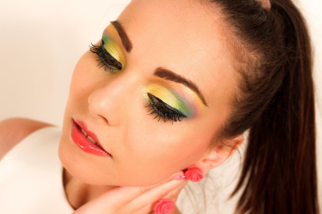 Let's explore some best summer makeup tips